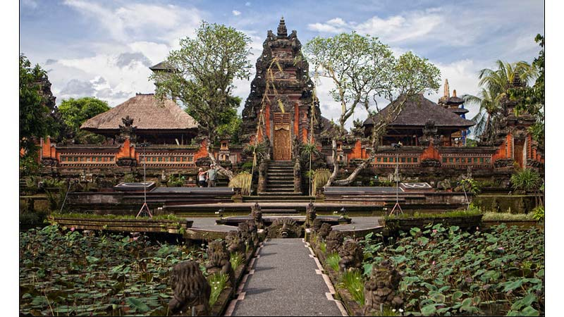 bali temple pura saraswati