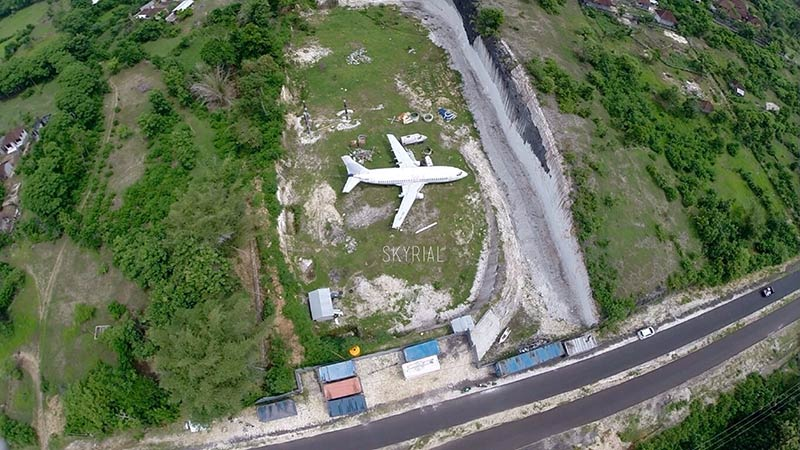 Abandoned airplanes in Bali: this plane is located in Bukit Peninsula
