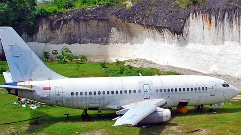 Abandoned airplanes in Bali: A Boeing 737 close to Pandawa beach