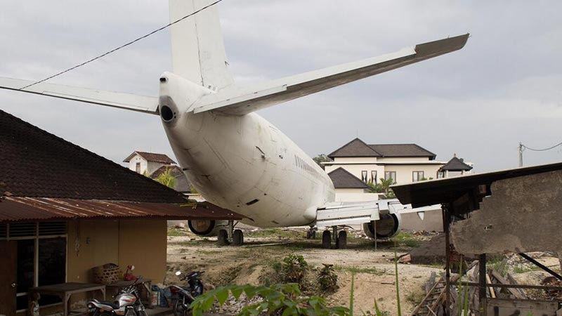 Abandoned airplanes in Bali: Boeing 737 in South Kuta area