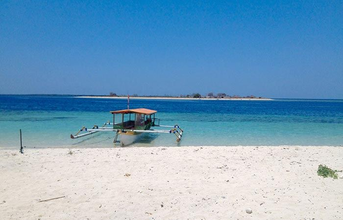 Bali to Gili Islands: Moving between the Gilis and Lombok happens on an island hopping boat