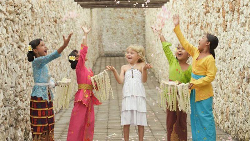 Bali with kids: Western and Balinese kids having fun