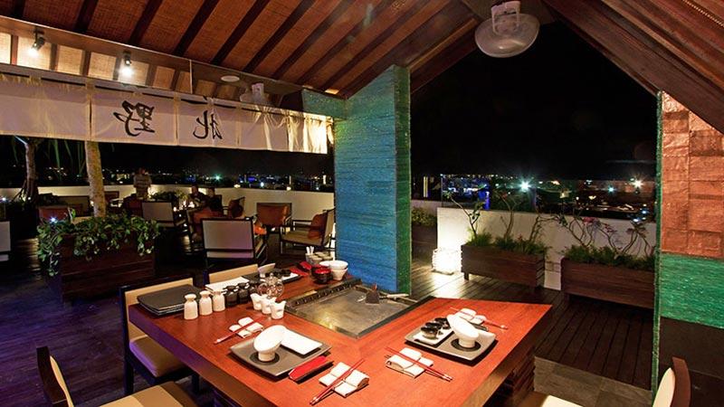 Best bars in Bali: Luna rooftop bar and Teppanyaki corner at L Hotel Seminyak