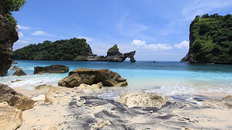 Camping in Bali: Atuh beach on Nusa penida island