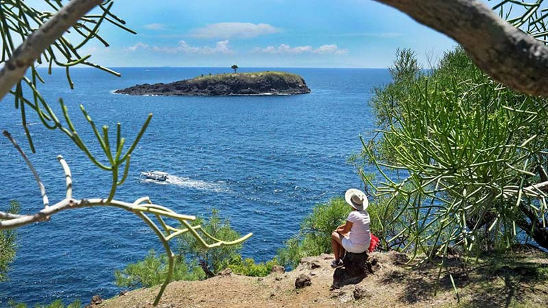 Camping in Bali: Cliffside camping at Bukit Aseh in Karangasem