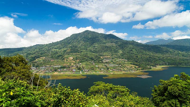 Camping in Bali: Lake Buyan in Bedugul