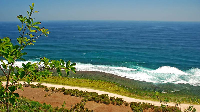 Camping in Bali: Nyana Nyang beach in Uluwatu