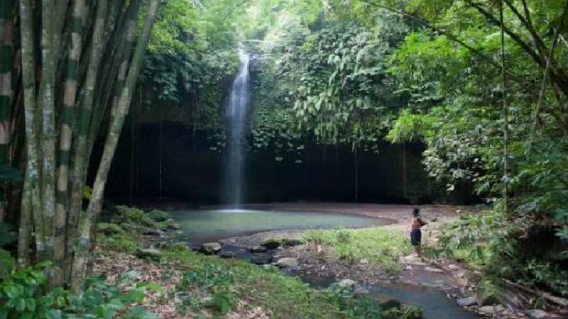 Camping in Bali: Singsing waterfall near camping ground